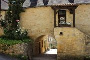 stone-house-arch