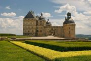chateau-hautefort