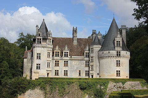 chateau de puyguilhem dordogne. Black Bedroom Furniture Sets. Home Design Ideas