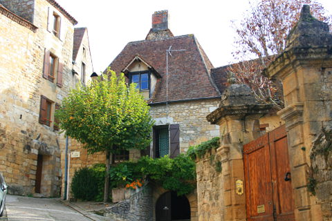 Saint Cyprien Dordogne A Charming Town Dominated By Its